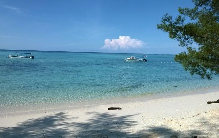Fine weather in Borneo, Beautiful white beaches,